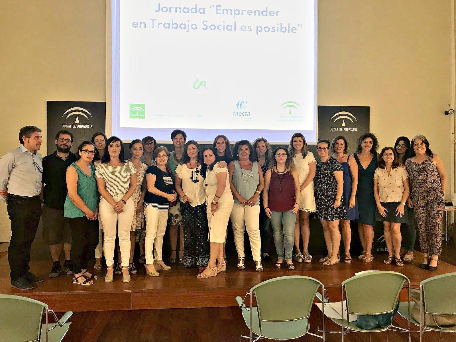 Emprendedores, técnicos y profesionales participantes en la Jornada sobre emprender